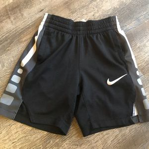 Nike basketball shorts size xs